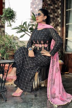 Embroidery Suits Punjabi, Embroidery Suits Design, Embroidery Designs, Punjabi Suits Designer Boutique, Indian Designer Suits, Pakistani Fashion Casual, Pakistani Dress Design, Frock Fashion, Suit Fashion