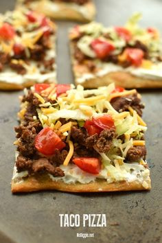 Feed a crowd with this easy Taco Pizza. : Feed a crowd with this easy Taco Pizza. Taco Pizza Recipes, Mexican Food Recipes, Beef Recipes, Cooking Recipes, Recipies, Easy Cooking, Healthy Cooking, Easy Weeknight Meals, Easy Meals