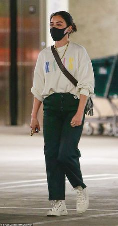 Baggy Pants, Baggy Clothes, Loose Pants, Foto Casual, Casual Chic Style, Casual Styles, Celebrity Casual Outfits, Cute Casual Outfits, Luci Hale