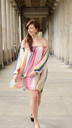 Regenbogenkleid | Fashionblogger | Summer outfit | Summer look | Kleid bunt | Dress colourful | summer dress | girl | girly | happy | summerfeeling | summertime | happy girl | powerful | rainbow dress | brunette | brown hair | JustMyself | Fashionblog | off shoulder