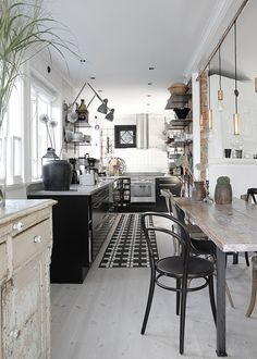 Industrial and rustic styles mixed in the kitchen of Asa of @myCasa.
