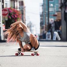 The largest selection of latest skateboard outfit in stock now. Girls Skate, Surf Girls, Skate Style, Skateboard Girl, Longboarding, Poses, Skateboards, Sport Girl, Surfing