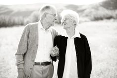 These 27 Old Couples Will Remind You What Love Is All About Sweet Old Couples Older Couple Poses, Older Couples, Couples In Love, Couple Posing, Mature Couples, Happy Couples, Couple Portraits, Old Couple Photography, Vieux Couples