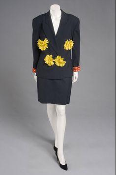 Ensemble Franco Moschino, late The Philadelphia Museum of Art Gianni Versace, 80s Fashion, Vintage Fashion, Fashion Trends, Vintage Dresses, Vintage Outfits, Vintage Clothing, Franco Moschino, Yellow Print