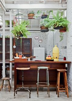 Mismatched stool - hanging plants - outdoorsy