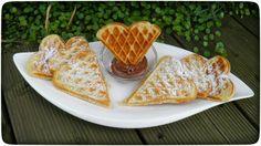Dinkel-Buttermilchwaffeln mit Puderzucker und Nutella
