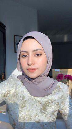 Muslim Fashion, Hijab Fashion, Fashion Outfits, Hijab Ideas, Ideas For Instagram Photos, Head Scarf Styles, Hijabi Girl, Foto Instagram, Selfie Poses