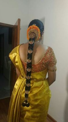 New hair accessories display love ideas South Indian Bride Hairstyle, Indian Bridal Hairstyles, Bride Hairstyles, Trendy Hairstyles, Flower Braids, Flower Bun, New Hair, Hair Decorations, Bride Look