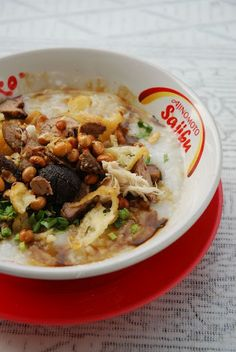 Bubur Ayam is one of the favourite breakfast in Indonesia. Heavily influenced by the chinese, Indonesian Chicken Porridge though is consid. Duck Recipes, Veggie Recipes, Asian Recipes, Healthy Recipes, Ethnic Recipes, Veggie Food, Chicken Porridge, Rice Porridge, Indonesian Cuisine