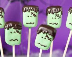 Fantastic Frankenstein cake pops for Halloween. Halloween Desserts, Halloween Candy Buffet, Postres Halloween, Halloween Cake Pops, Halloween Party Themes, Fete Halloween, Halloween Celebration, Halloween Treats, Haloween Party