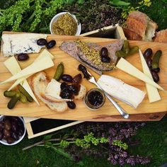 Our Francophile Picnic is a French picnic for two featuring a classic pâté, creamy, sweet and savory cheeses and a delightful variety of piquant accoutrements to complement these treasures. #pastoralchicago #pastoralartisancheese #chicago #artisancheese #cheese #cheeseplate #cheesebort #thatcheeseplate #eeeeeats #infatuationchi #picnic #lakemichigan #foodie #eats #yum #312food