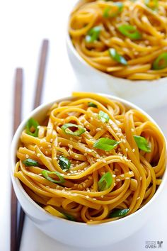 This easy sesame noodles recipe can be made in just 15 minutes, and can be served either warm or cold. | gimmesomeoven.com