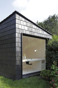 Garden Studio by Serge Schoemaker Architects. This garden studio features a plywood-lined interior and is covered in cedar shingles. Backyard Guest Houses, Backyard Office, Outdoor Office, Backyard Studio, Garden Office Shed, Backyard Retreat, Container Homes Cost, Container Cabin, Cargo Container