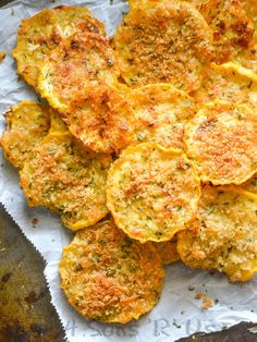 healthy snacks - Crispy Garlic Parmesan Squash Chips 4 Sons 'R' Us Baked Squash Recipes, Summer Squash Recipes, Vegetable Recipes, Vegetarian Recipes, Healthy Recipes, Recipes With Yellow Squash, Crookneck Squash Recipes, Yellow Zucchini Recipes, Zucchini Pasta