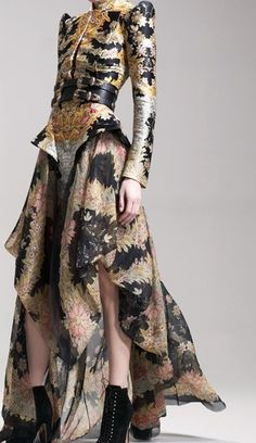 Alexander McQueen - I'm sure I pinned this shot head-on with the model walking the runway, but here it is again.