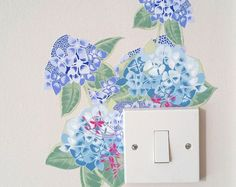 This contemporary floral wall sticker is perfect for adding a splash of colour and fun to your home, transforming light switches and plug sockets! This hydrangea wall sticker will fit on the corner of a standard plug socket/light switch. (see photos for single and double plug sockets)