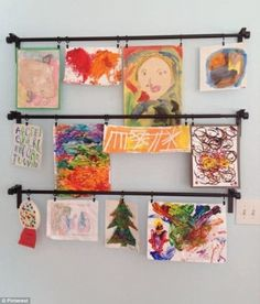Latest pictures ideas for hanging unframed art Children& art with IKEA Gar .- Latest pictures ideas for hanging unframed art Children& art with IKEA curtain rods Ikea Curtains, Ikea Curtain Rods, Playroom Curtains, Ikea Playroom, Baby Playroom, Curtain Clips, Playroom Design, Childrens Art Display, Hacks Ikea