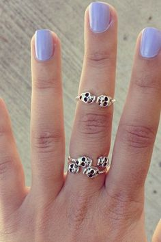 Adorable tiny skull #rings.
