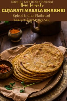 Gujarati Masala Bhakhri-is a popular Gujarati breakfast bread made using wholewheat flour and basic spices. This recipe is easy, quick ,vegan and so delicious! Brunch Recipes, Bread Recipes, Breakfast Recipes, Dinner Recipes, Indian Food Recipes, Vegetarian Recipes, Jain Recipes, Indian Foods, Gujarati Recipes