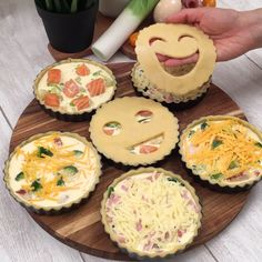 A masquerade ball with excellent taste! Mini Quiches, Mini Pies, Greek Recipes, Baby Food Recipes, Snack Recipes, Cooking Recipes, Snacks, Teriyaki Stir Fry, Kid Desserts
