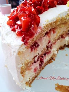 Torta Desiderio alle Fragole   About My Bakery #fragole #mamma #torta #desiderio #festa Italian Pastries, Italian Desserts, Delicious Desserts, Dessert Recipes, Sicilian Recipes, Strawberries And Cream, Cakes And More, Cake Cookies, Vanilla Cake