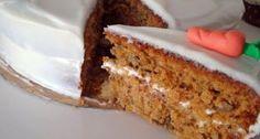Receta de bizcocho de zanahoria muy esponjoso con queso crema y chocolate.