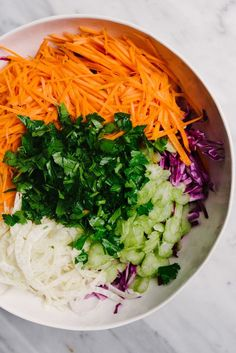 You need this no mayo paleo coleslaw recipe for all your summer potluck plans! It's seasoned with apple cider vinegar and is perfectly tangy. This slaw is fast, easy Read Paleo Coleslaw, Healthy Coleslaw Recipes, Carrot Slaw, Apple Slaw, Fall Recipes, Easy Dinner Recipes, Whole Food Recipes, Dinner Ideas, Apple Cider Vinegar Coleslaw