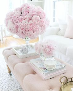 Living Room Inspiration, Home Decor Inspiration, Living Room Decor Cozy, Bedroom Decor, Couleur Rose Pastel, Peonies Season, Simple Coffee Table, Pink Home Decor, Beautiful Living Rooms