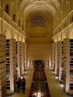 Bibliothèque de l'IMEC, aménagée dans l'ancienne abbatiale de l'abbaye d'Ardenne (Calvados, France)