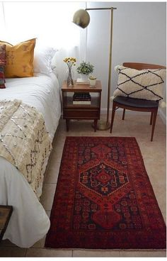 Easy Ways to Achieve The Modern Boho Look on a Budget Boho_bedroom_vintage_rug Interior Design, Bedroom Decor, Apartment Decor, Home, Interior, Retro Home Decor, Retro Home, Home Bedroom, Home Decor