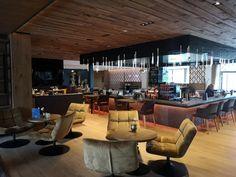 Urlaub gewinnen: Auszeit in der HOCHKÖNIGIN - The Chill Report Das Hotel, Hotels, Mountain Resort, Salzburg, Hotel Reviews, Conference Room, Furniture, Home Decor, Relaxing Room