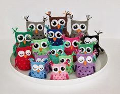 Şimdiye kadar yayınladığımız yazılarla ilgili verdiğiniz olumlu tepkilere çok teşekkür ediyorum. Amigurumi yapımına devam ediyoruz. Bugün de tığ işi amigur Owl Crochet Patterns, Crochet Birds, Owl Patterns, Amigurumi Patterns, Crochet Animals, Crochet Tote, Cute Crochet, Crochet Baby, Knit Crochet