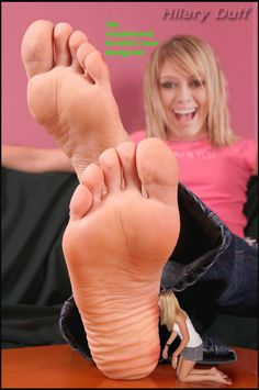 #Giantess #barefoot #feet #foot #toe #toes #sole #soles #hilary #duff