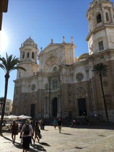 Kadyks - katedra  Parroquía de Santa Cruz Barcelona Cathedral, Building, Travel, Santa Cruz, Sevilla Spain, Viajes, Buildings, Destinations, Traveling