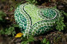 Garden Soil, Garden Art, Rock Kunst, Mosaic Art Projects, Painted Floors, Types Of Plants, Plant Leaves, Projects To Try, About Me Blog