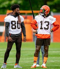 Football Players Pictures, Best Football Players, Nfl Football Helmets, Giants Football, Cleveland Browns Football, Cleveland Rocks, Dog Pounds, Football Conference, Odell Beckham Jr