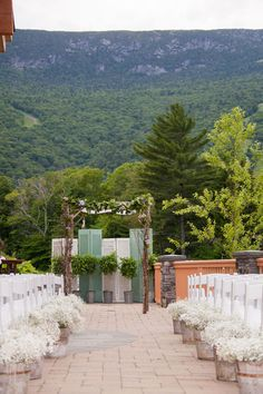 Rustic chic outdoor ceremony in Stowe, VT (image by llphoto.com).