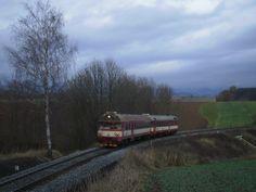 Spěšný vlak č. 1810 (Trutnov - Kolín) dne 13.12. 2014 v Horní Branné.