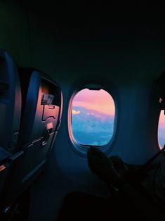 New Ideas For Travel Airplane Window Wanderlust Sky Aesthetic, Travel Aesthetic, Makeup Aesthetic, Airplane Window, Plane Window View, Pretty Sky, Pretty Pics, Travel Goals, Travel Plane