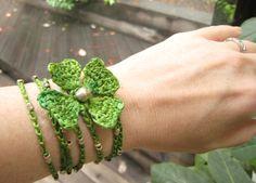 Lucky 4-Leaf Clover Bracelet: pattern I really like the clover                                                                                                                             Más