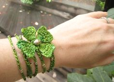 Crochet Shamrock - cute way to not get pinched on St. Patrick's Day.