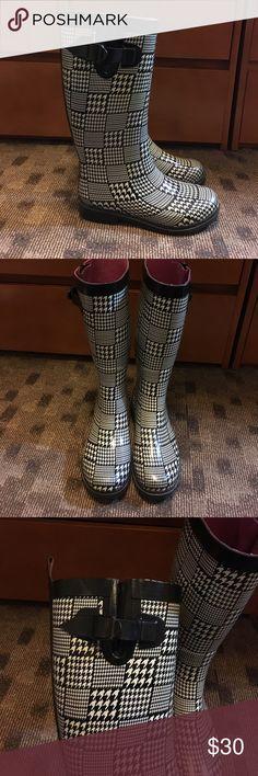 Rain boots Lightly worn women's rain boots Capelli of New York Shoes Winter & Rain Boots