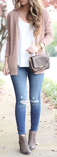 Love the blush pink cardigan and simplicity of this outfit. I think it would be…