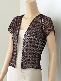 Ravelry: Project Gallery for Lace Crochet Bolero pattern by Doris Chan ♪ ♪ . GB: Ravelry: Project Gallery for Lace Crochet Bolero pattern by Doris Chan ♪ ♪ . T-shirt Au Crochet, Crochet Bolero Pattern, Cardigan Au Crochet, Beau Crochet, Pull Crochet, Mode Crochet, Shrug Pattern, Crochet Coat, Crochet Shirt