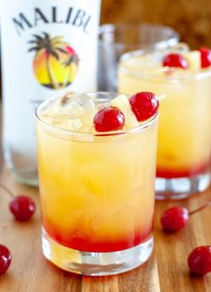 This Malibu Sunset drink will take you to a tropical paradise. A fruity cocktail with coconut rum. Perfect for Summer! Malibu Cocktails, Malibu Rum Drinks, Malibu Sunset Cocktail Recipe, Cocktail Drinks, Coconut Rum Drinks, Cocktail Recipes With Rum, Sunset Drink Recipe, Cocktail Desserts, Party Drinks