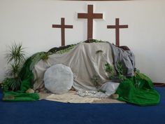 Showing that Jesus is in the cave decorating church Easter Altar Decorations, Christmas Decorations, Easter Play, Resurrection Day, Church Stage Design, Easter Season, Church Flowers, Palm Sunday, Deco Floral