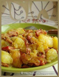 cartofi taranesti Potato Recipes, Meat Recipes, Cooking Recipes, Focaccia Bread Recipe, Good Food, Yummy Food, Romanian Food, Edith's Kitchen, Food And Drink