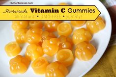 Forget Emergen-C! Make your own Vitamin C GUMMIES! They& tasty and all-natural. Most vitamin C supplements are GMO! Forget Emergen-C! Make your own Vitamin C GUMMIES! Theyre tasty and all-natural. Most vitamin C supplements are GMO! Paleo Recipes, Real Food Recipes, Vitamin C Gummies, Gelatin Recipes, Beef Gelatin, Health Remedies, Holistic Remedies, Holistic Healing, Natural Remedies