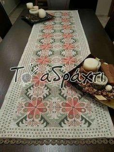 Cross Stitch Embroidery, Cross Stitch Patterns, Hand Embroidery Design Patterns, Palestinian Embroidery, Diy Arts And Crafts, Pattern Design, Bohemian Rug, Crochet, Cross Stitch Rose