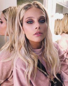 Valentina Zenere con maquillaje by Fabi Pereyra para Frúmboli Estudio. Ambre Smith, Sou Luna Disney, Celebrity Stars, Celebrity Makeup, Lady Gaga, Pink Nails, Selena Gomez, Girl Power, Makeup Looks